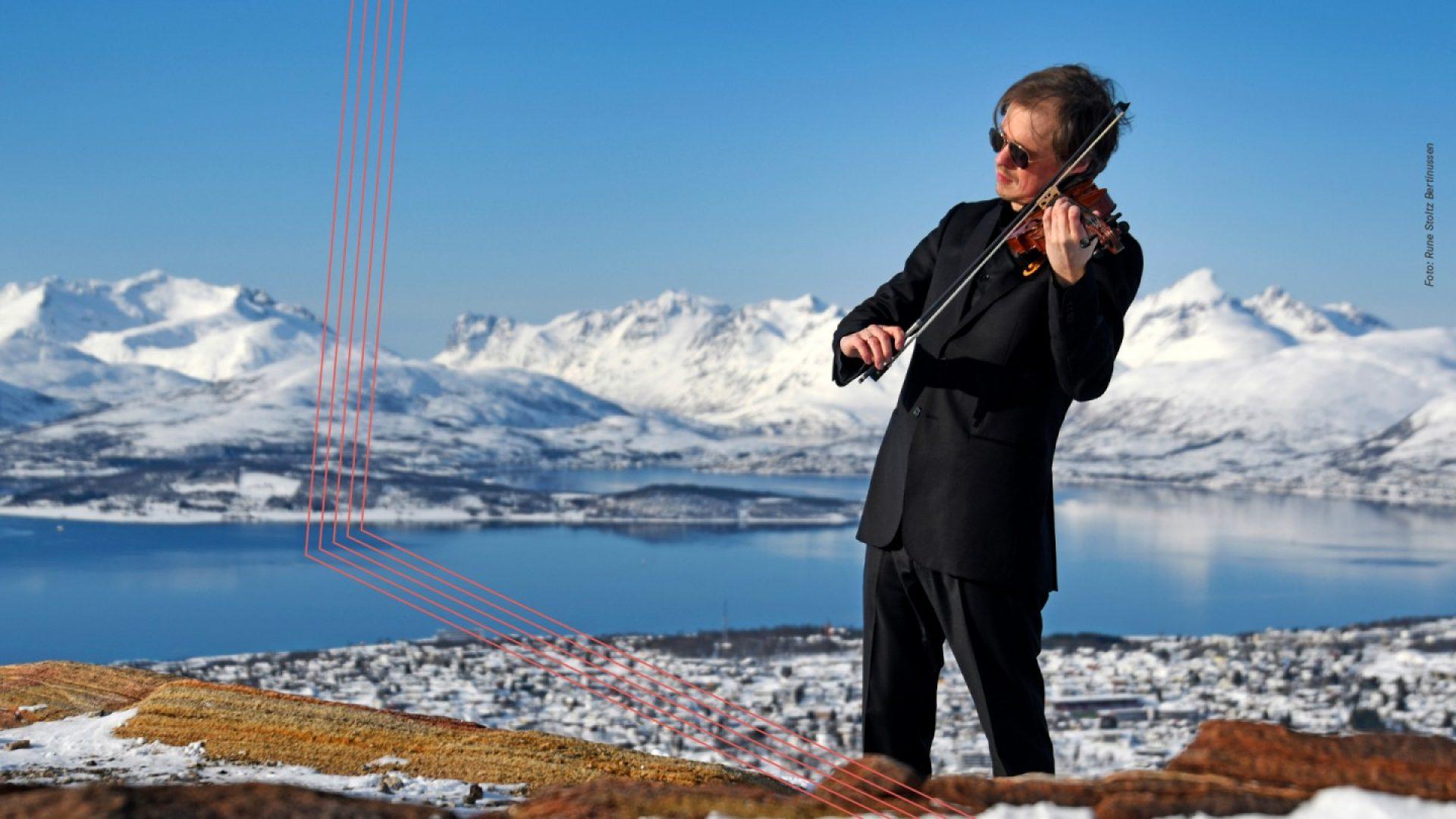 Henning Kraggerud spiller fiolin på Fløya i Tromsø