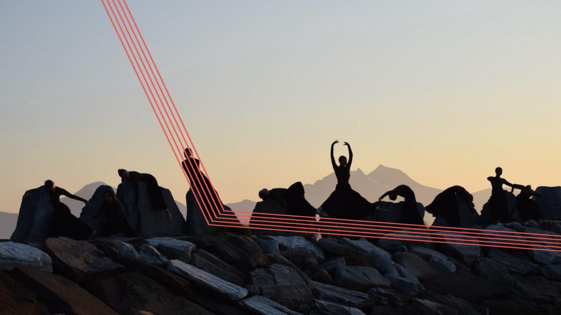 Dansere i solnedgang
