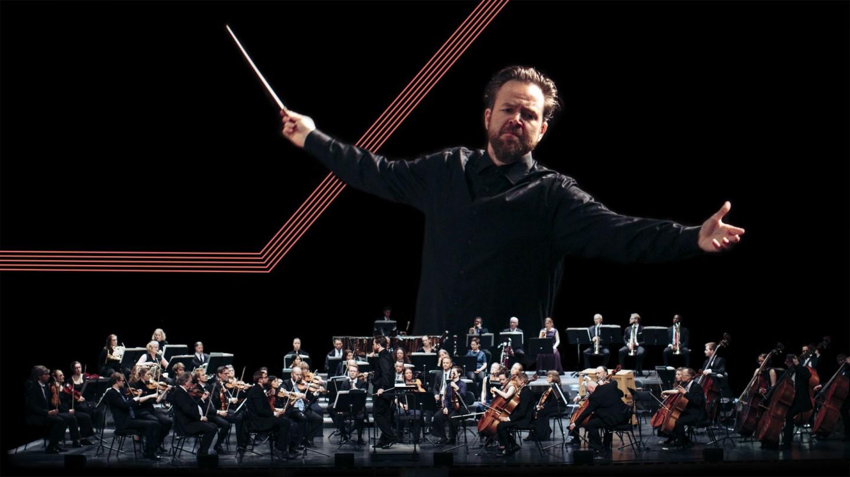 Sjefdirigent Christian Kluxen og symfoniorkesteret