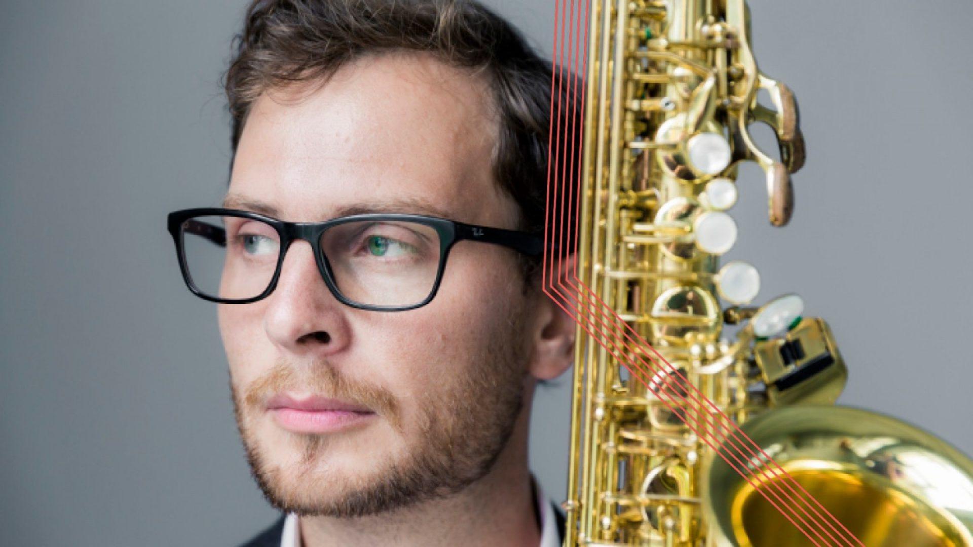Ola Rokkones med saxofon