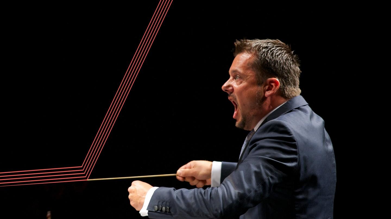 Peter Szilvay dirigerer